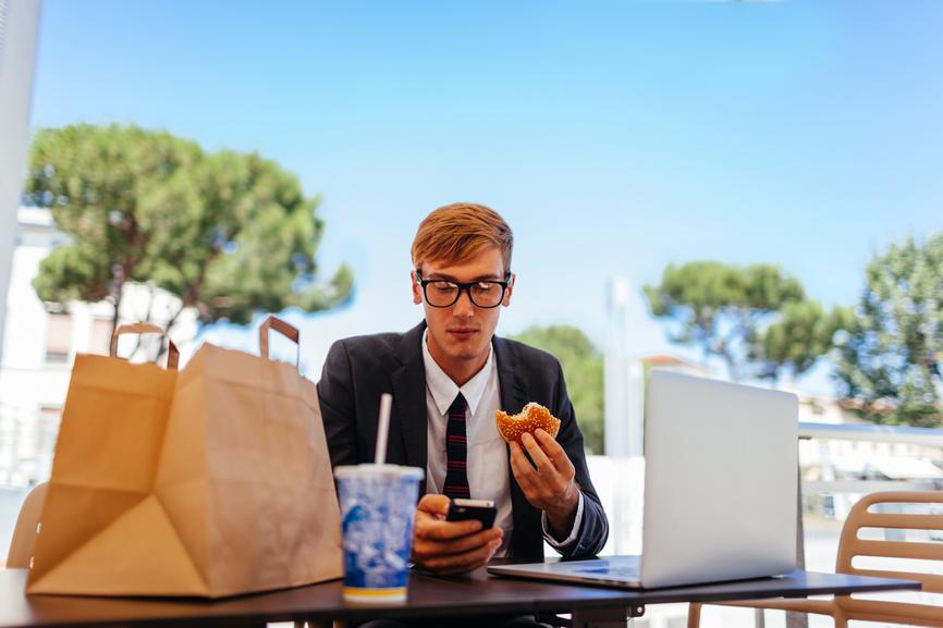 Pause déjeuner, lâchez votre smartphone!