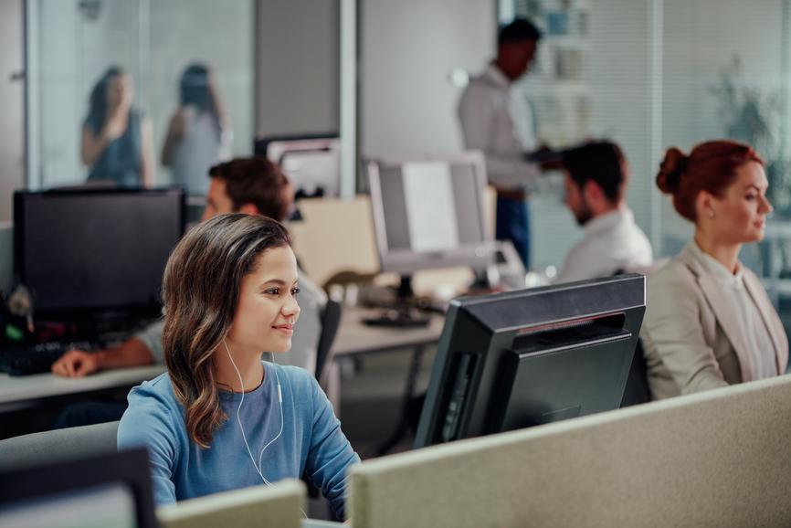Les Français passent 1 h 15 par jour sur internet au travail