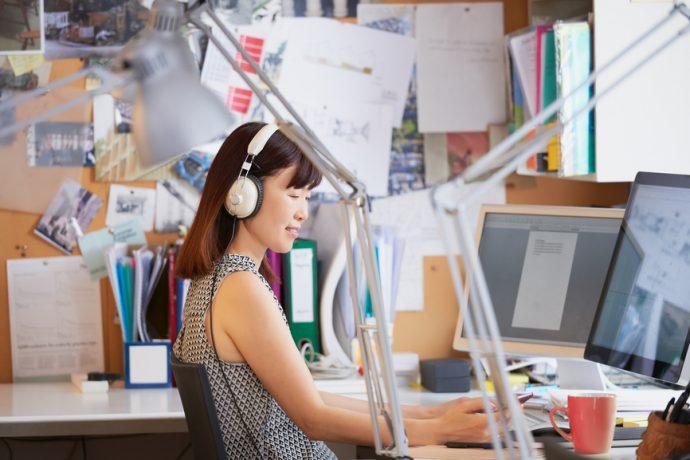 La musique rend plus efficace au bureau