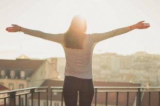 Cultiver le bonheur au travail grâce à la psychologie positive