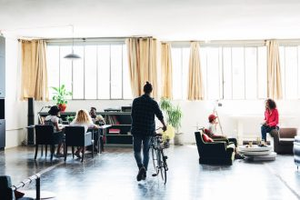 Le coworking intéresse les entreprises