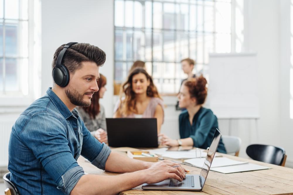 La musique adoucit-elle les mœurs au travail ?
