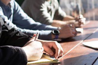 Le passage du CE au CSE est une transition délicate qui nécessite la plus grande attention, notamment en ce qui concerne la gestion des budgets. Bien que cela ait un coût, les experts comptables encouragent les élus à se faire accompagner par une assistance juridique selon le degré de complexité de leurs budgets.