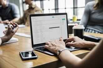 De nombreux logiciels existent pour faciliter la comptabilité, la gestion et la communication des CSE. Découvrez la solution proposée par Sodexo en partenariat avec Henley IT.