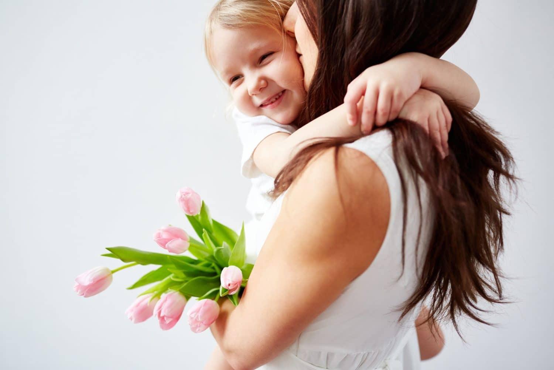 Fête des mères et des pères : des titres cadeaux pour chouchouter vos salarié(e)s