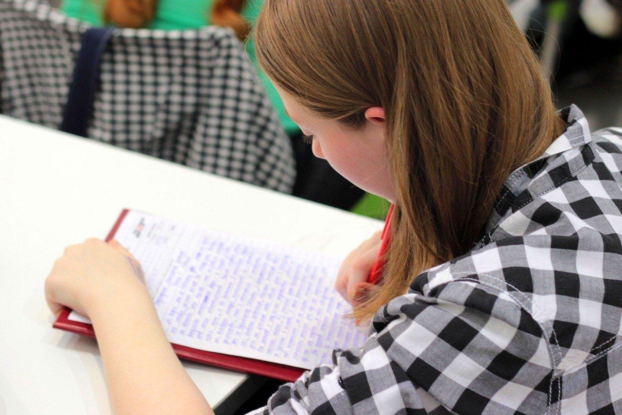 Covid-19 : solidarité entreprises et école à la maison, le Projet Voltaire offre sa formation en ligne en orthographe aux enfants de vos salariés