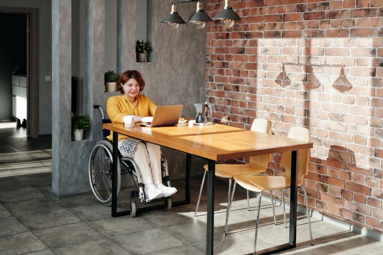 Faciliter la mise en place du télétravail pour les personnes en situation de handicap
