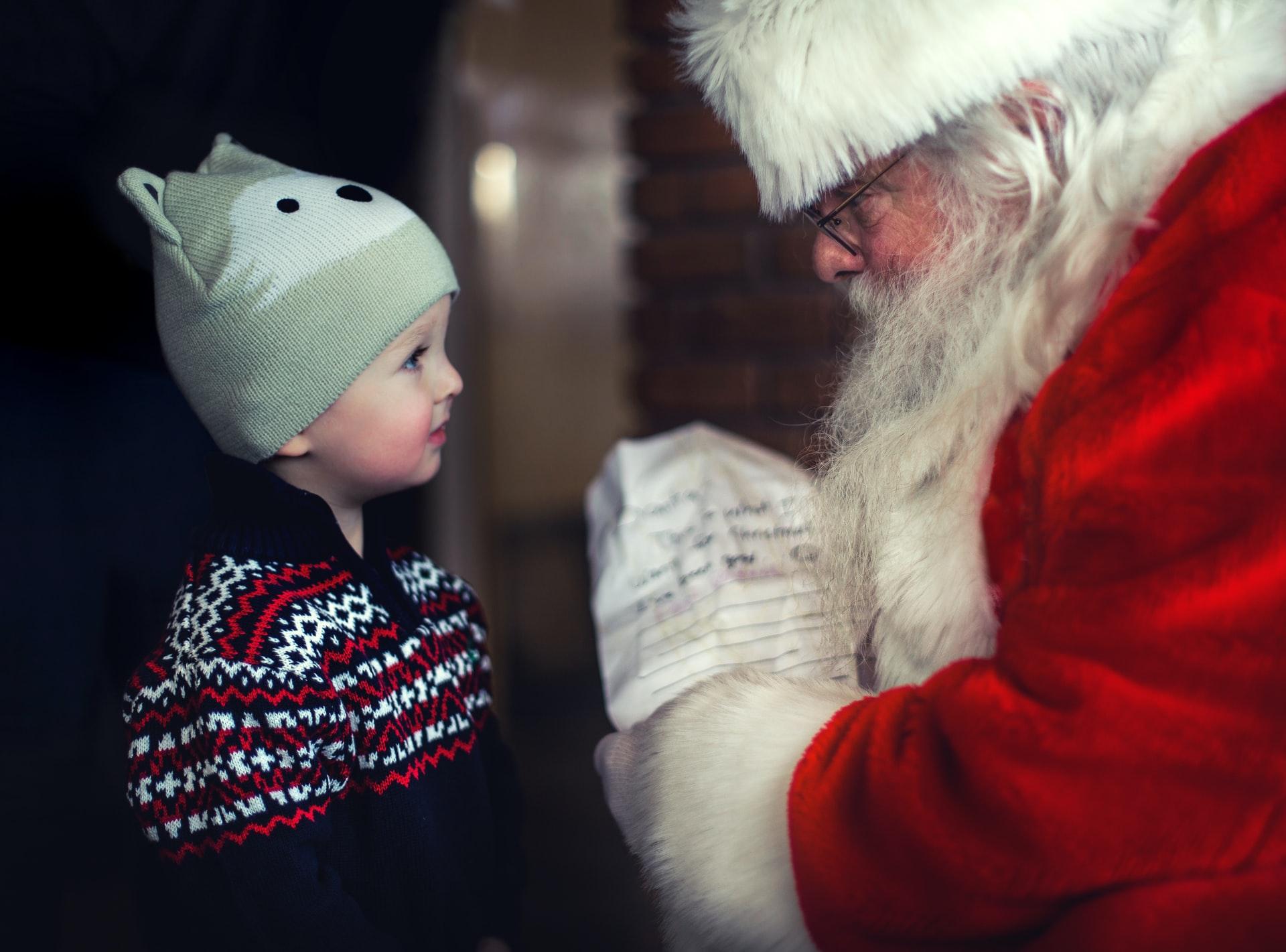 Noël enfants : quelles règles pour l'attribution de bons cadeaux ?