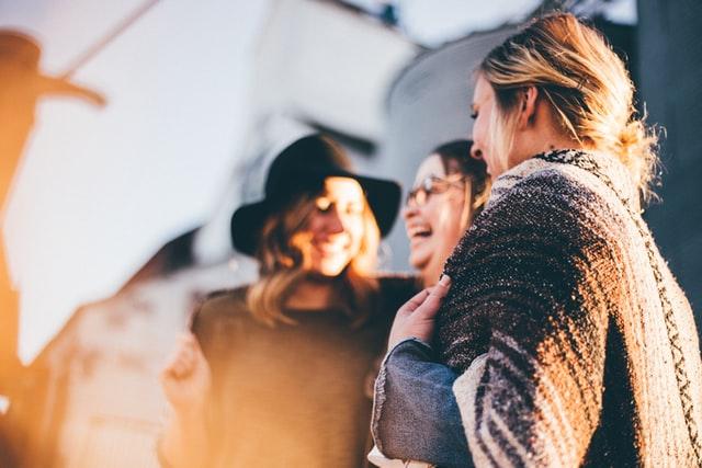 Une étude confirme qu'il y a un rapport entre lien social et bonheur au travail